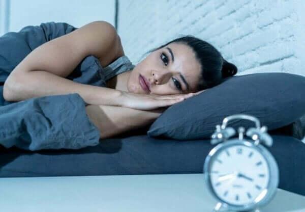 수면 중단은 충분히 자지 않은 것보다 위험하다