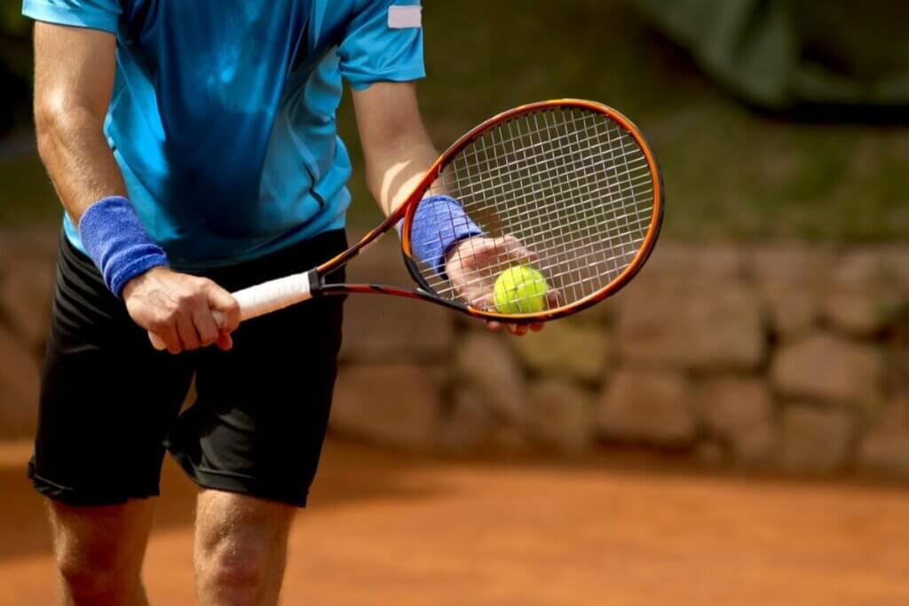 테니스 심리학: 정신적 싸움에서 승리하는 방법