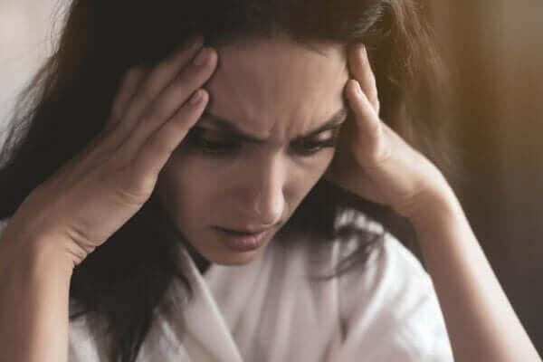 스트레스-받는-여성