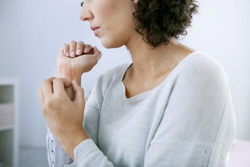 외로우면 나는 두드러기: 감정과 피부 건강의 관계