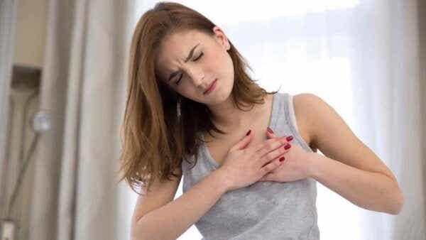 가슴 통증은 무조건 걱정해야 하는 증상일까?