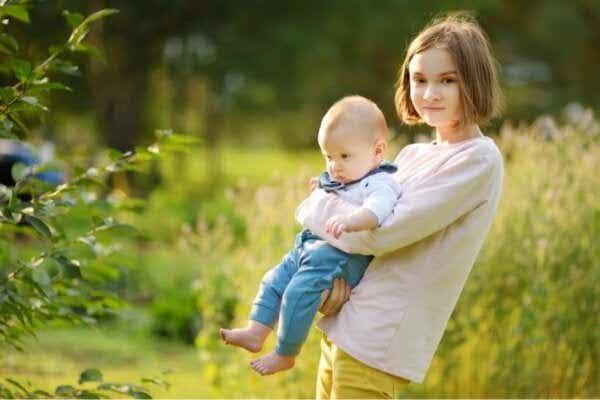 어린 아이를 키우는 것은 청소년을 키우는 것보다 쉬울까?