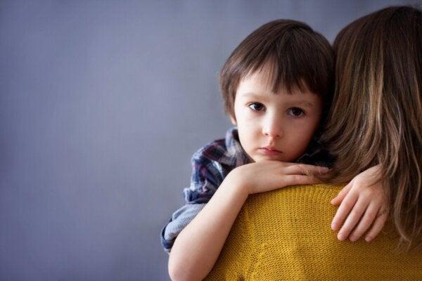 감정적으로 자녀를 통제하는 부모